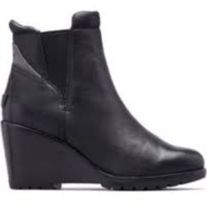 New with tags Sorel after hours Chelsea black boot